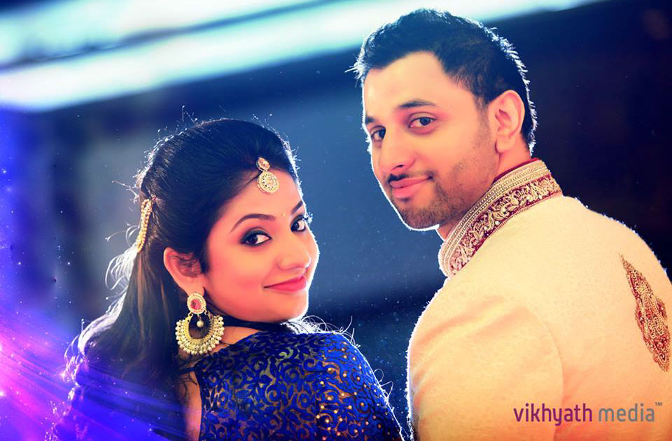 couple kerala wedding photography by vikhyathmedia