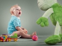 12-scared-baby-photography