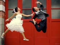 6-jump-funny-wedding-photography