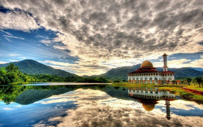 beautiful reflection   hdr photography