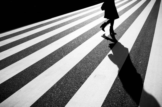 woman walking shadow light photography by junichi hakoyama