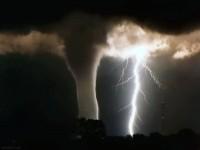 10-lightning-thunder-storm-photography