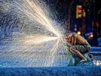 5-water-splashing-night-photography