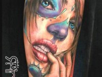 32-woman-face-tatto-hand