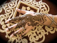 10-mehndi-designs-backhand