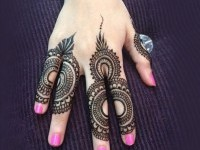 4-mehndi-design-backhand
