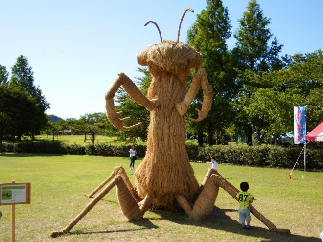 10-ant-rice-straw-sculpture