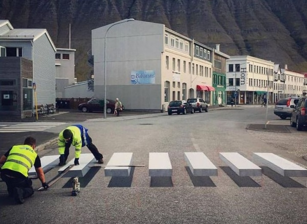 3-zebra-crossing-3d-street-art-iceland