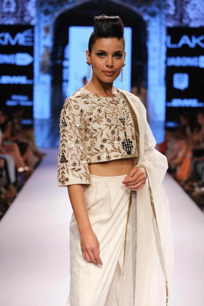 4-blouse-designer-by-payal-singhal