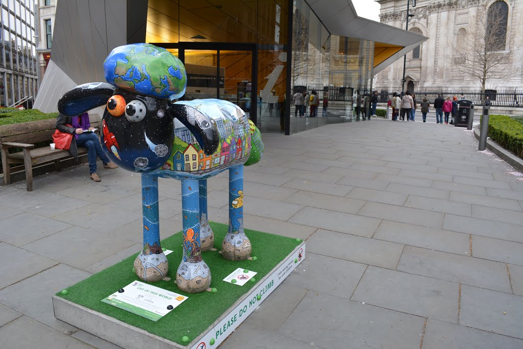 6-shaun-sheep-sculpture-in-city-london