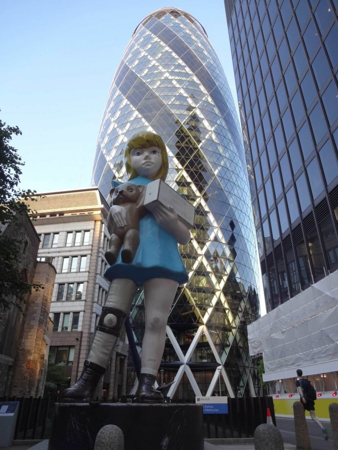 8-girl-sculpture-in-city-london