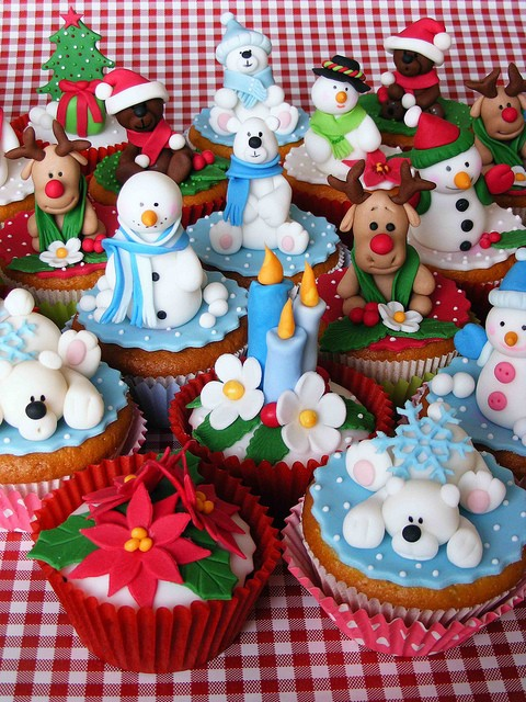 Cupcake Decorating Ideas Xmas : 25 Beautiful Christmas Cupcake Decorating ideas for your ...