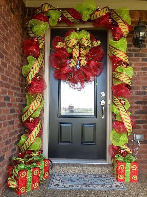 Christmas door decorating ideas 19 for Door xmas decoration ideas
