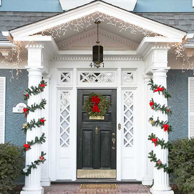 25 beautiful christmas door decorating ideas for your for Christmas decoration websites