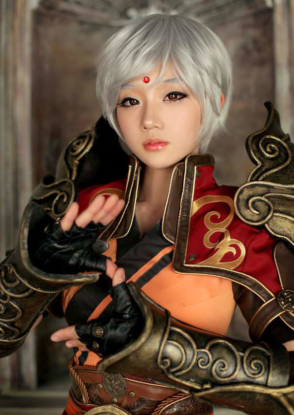 Picture-12 ( 25 Beautiful CosPlay Photographs - Creative Props and Costumes )