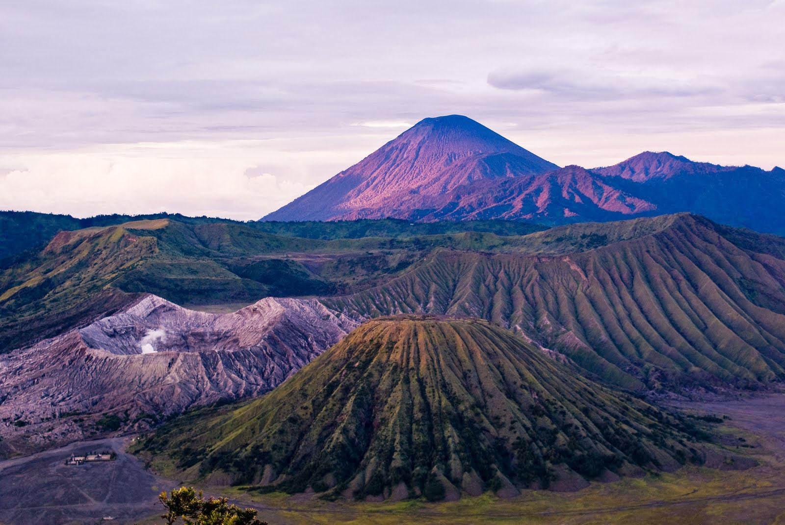beautifull color mountain wallpaper