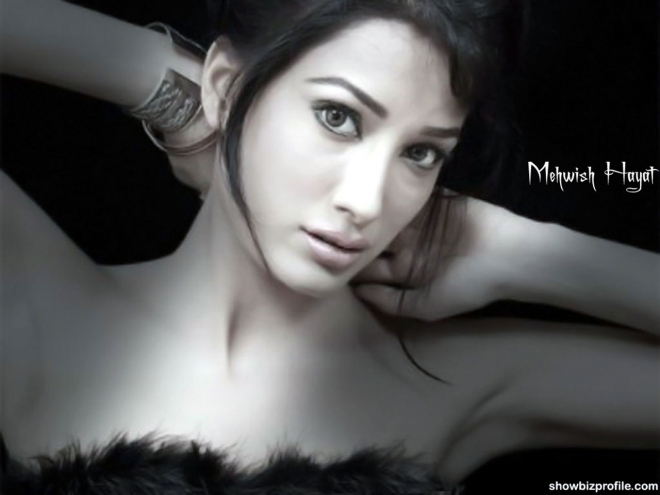mehwish hayat wallpaper