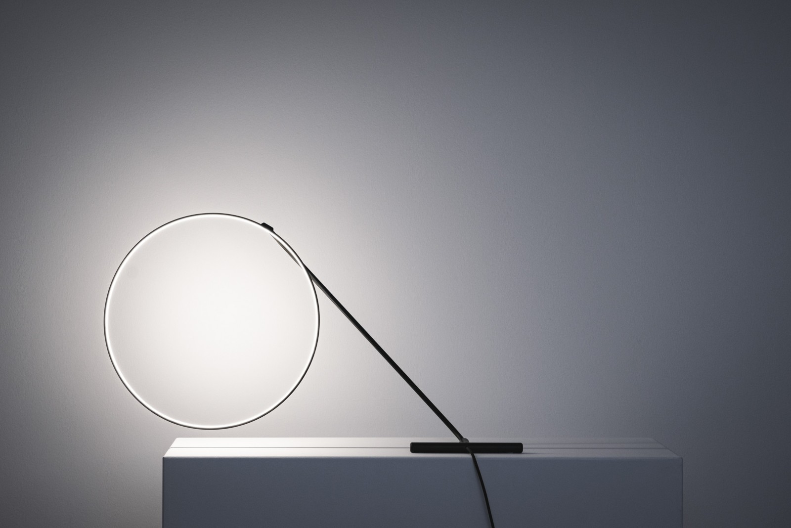award winning design poise adjustable table lamp design by dabi robert