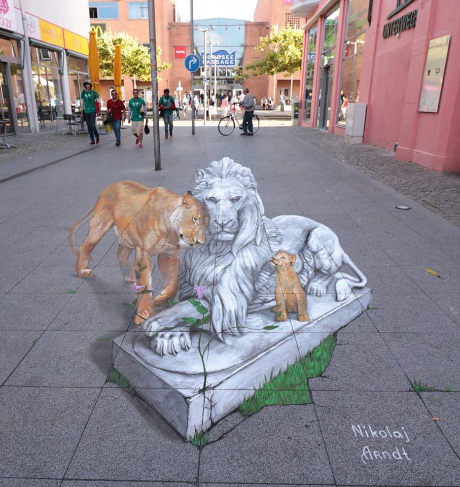 3d street art lion statue by nikolaj arndt