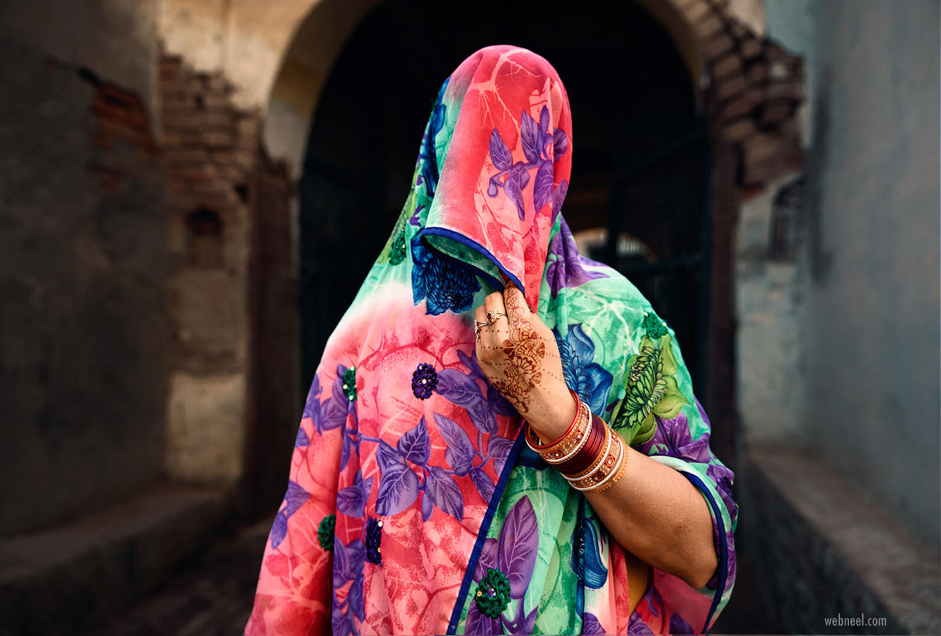 travel photography shy indian woman saree by sefa yamak