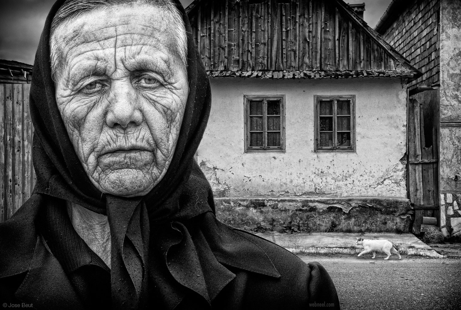 portrait photography old woman by josebeut