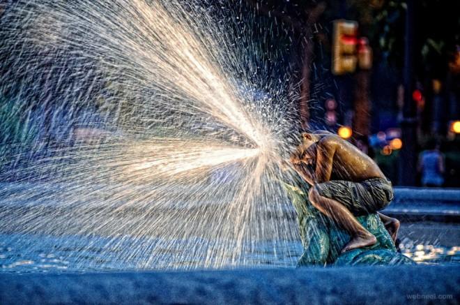 water splashing night photography