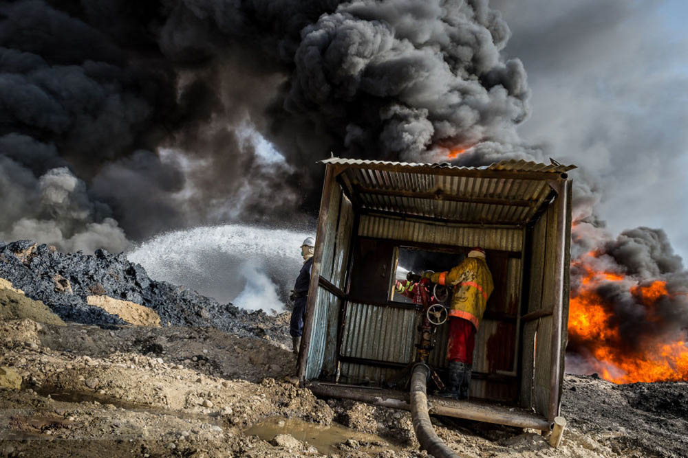 qayyarah burning oil fields environment photography by alessandro rota