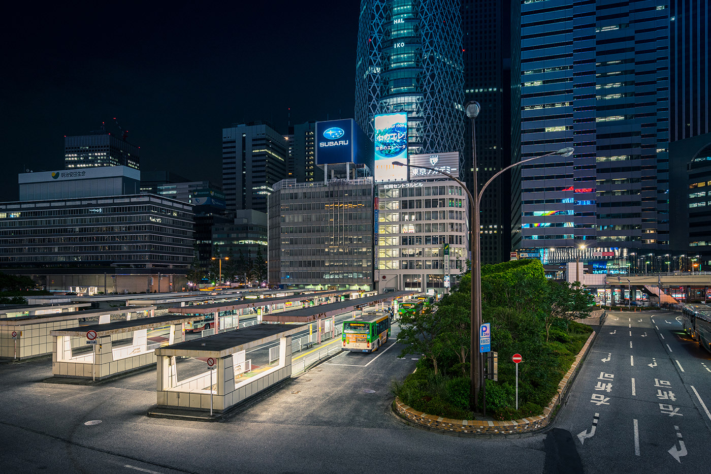 night photography city bus stand