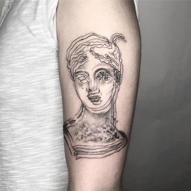 optical illusion tattoo one eye woman