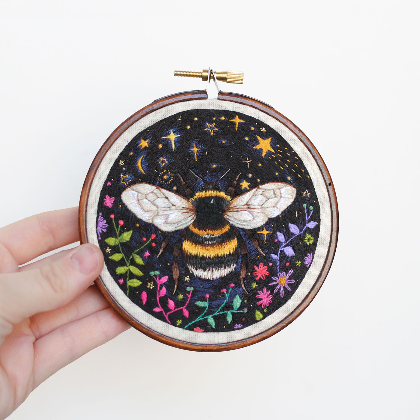 embroidery art bee