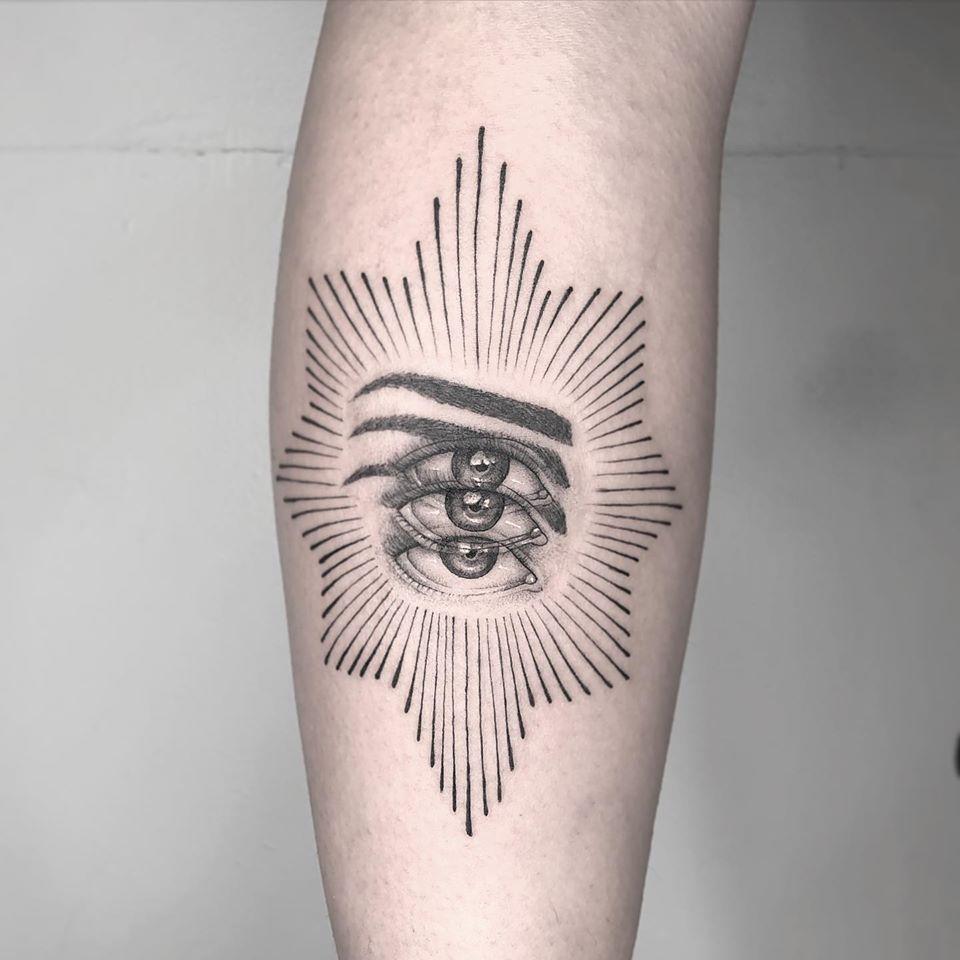 optical illusion tattoo blurry eye