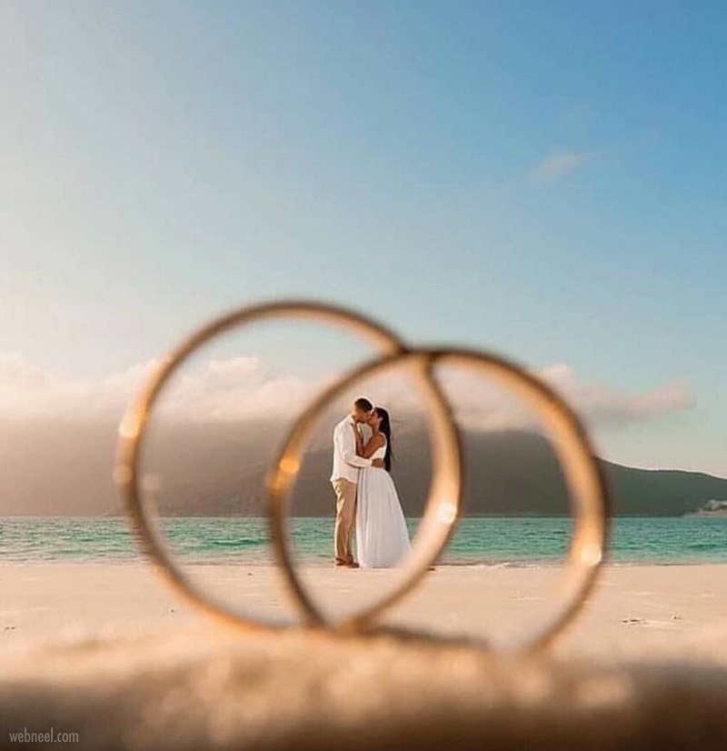 wedding photography forced perspective couple