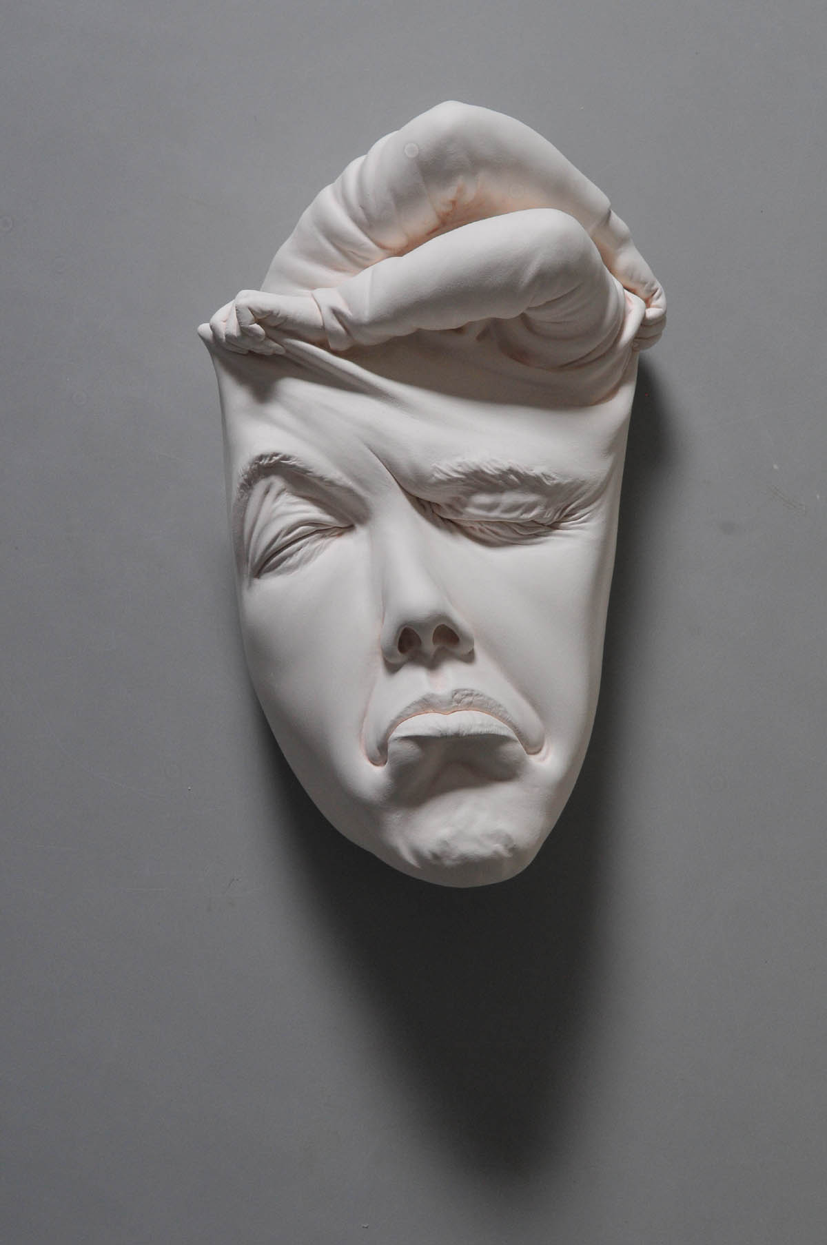 ceramic sculpture yawn by johnson tsang