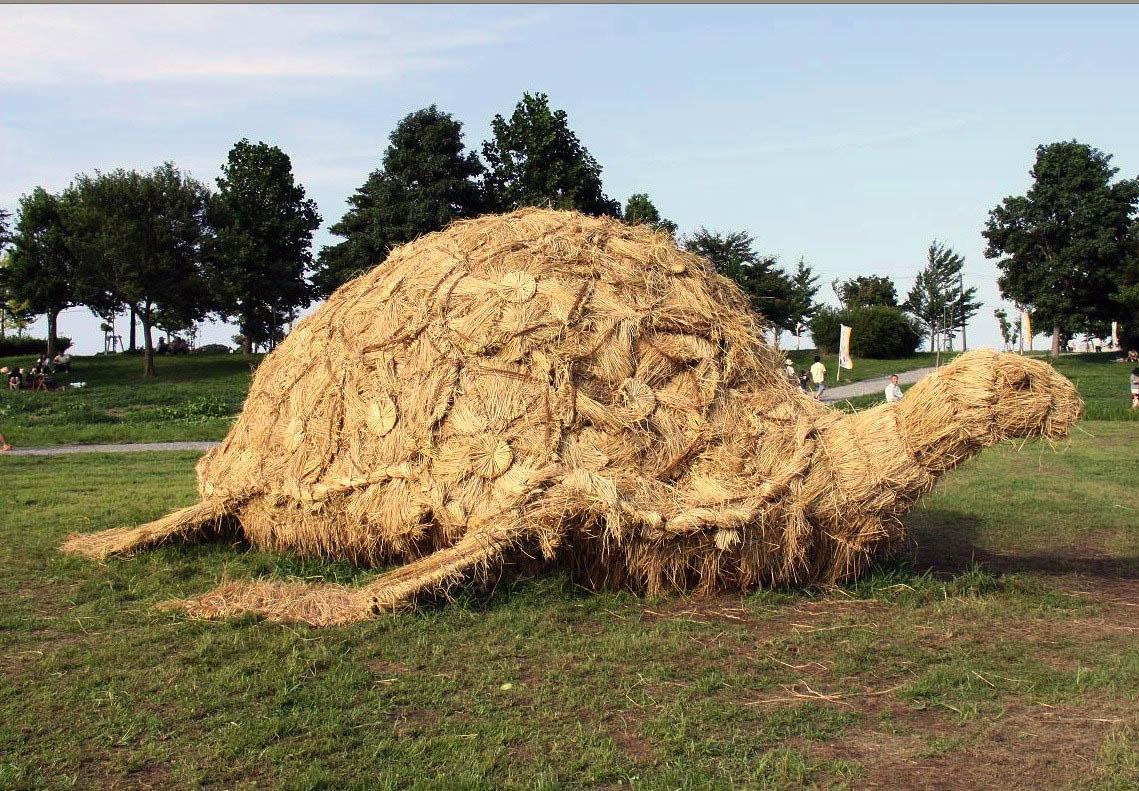 11-tortoise-rice-straw-sculpture