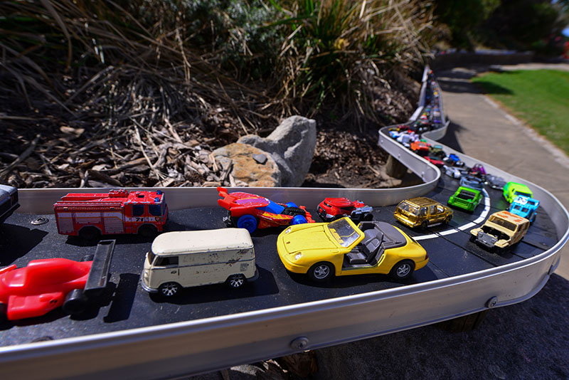8-traffic-jam-sculpture-by-the-sea-by-jane-gillings