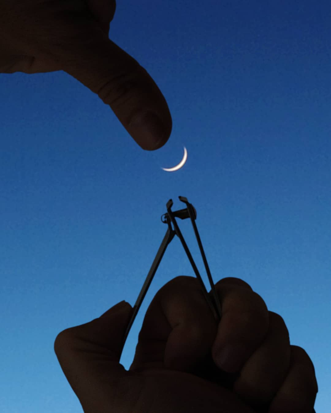 forced perspective photography moon by hugo suissas
