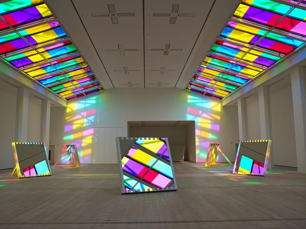 1-colors-sculpture-by-daniel-buren