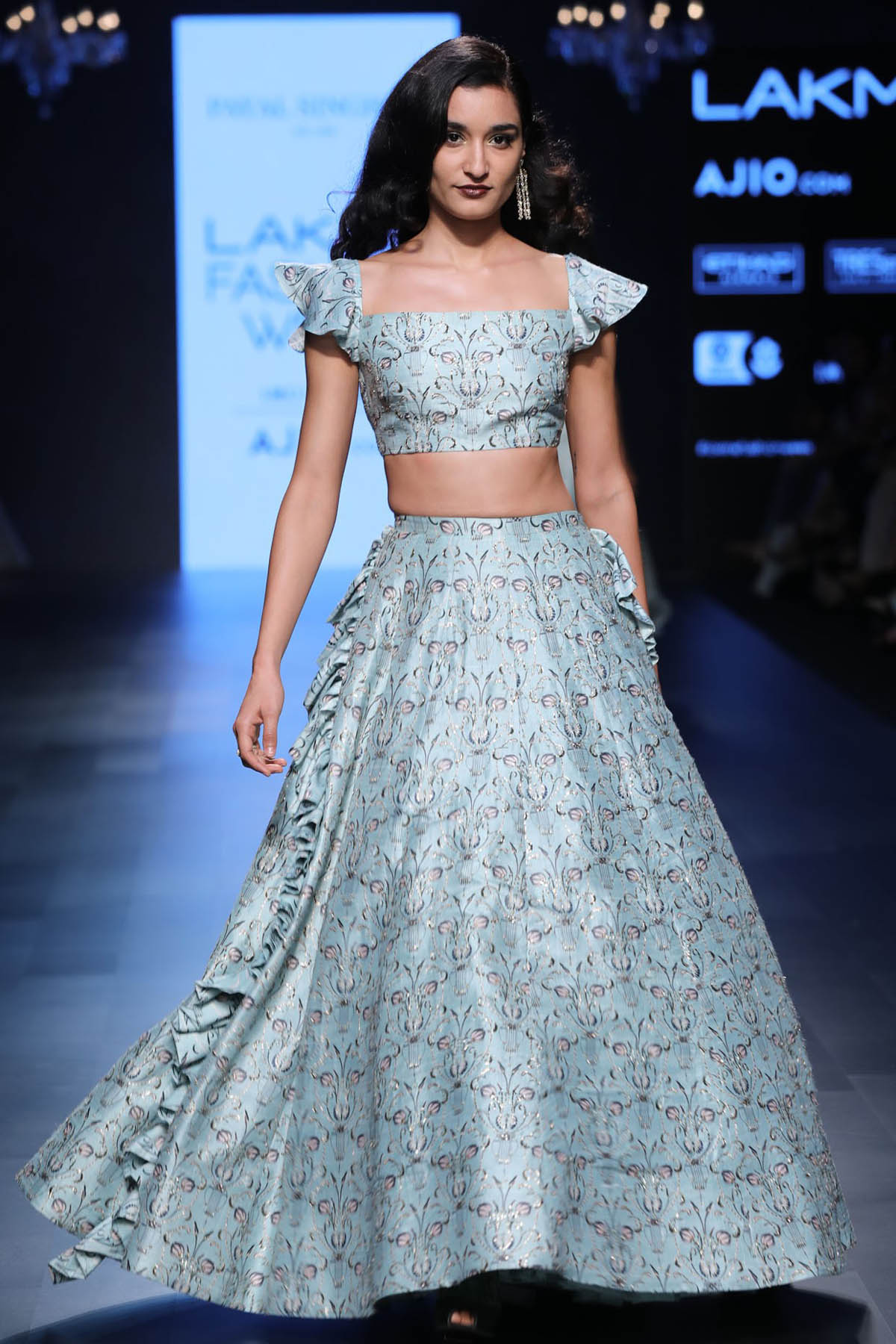 6-blouse-designer-by-payal-singhal