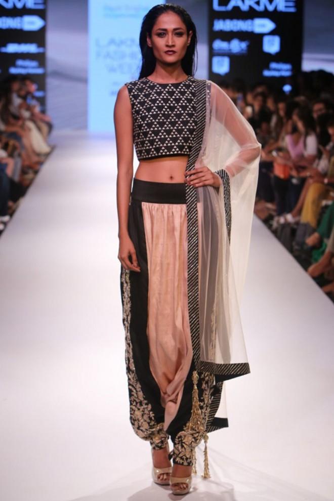blouse designer by payal singhal