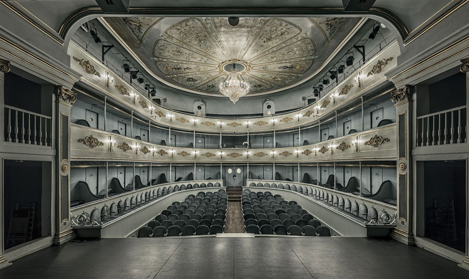 best award winning architecture photo interior from the stage by m.chamizo