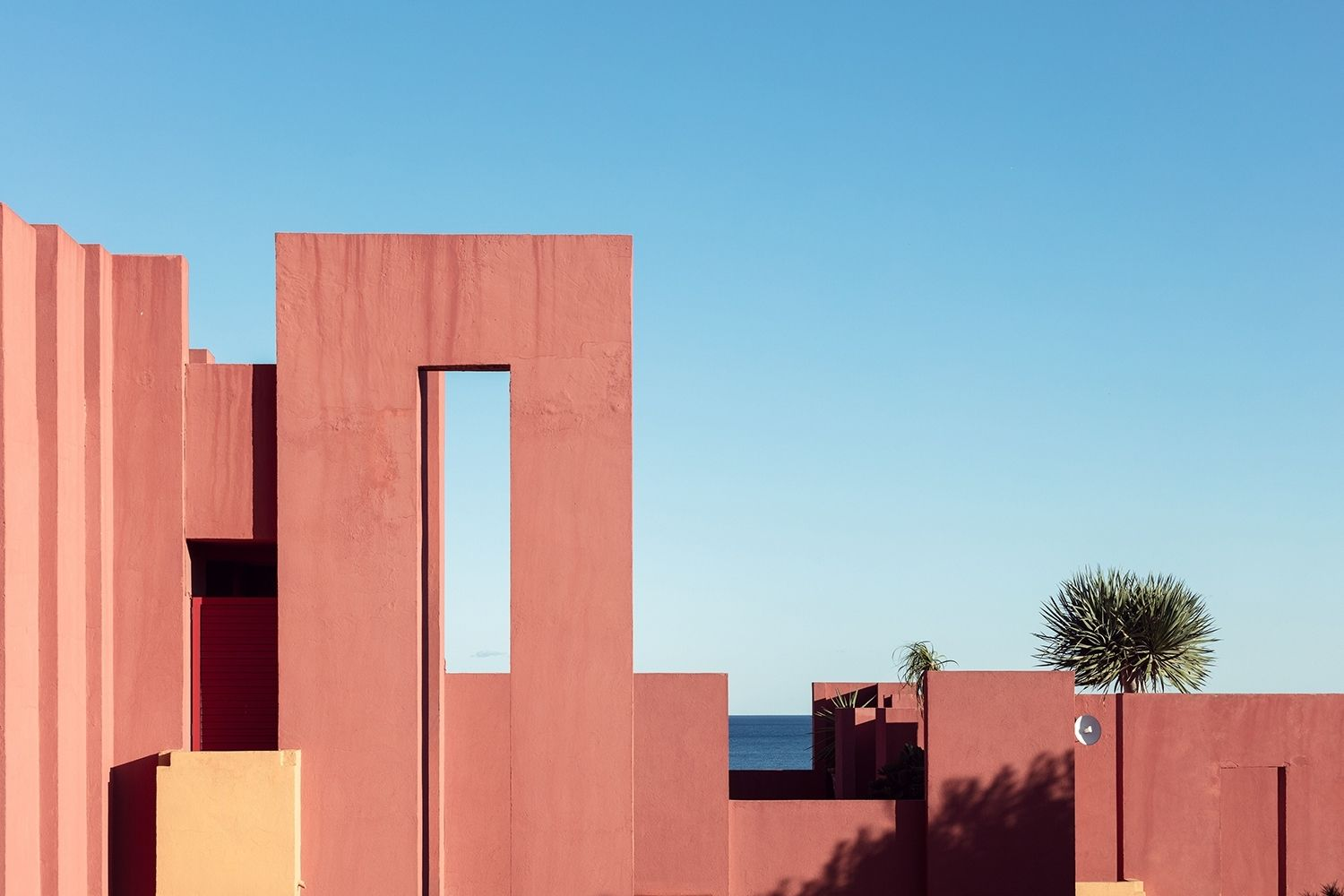 best award winning architecture photo the red wall by sebastian weiss