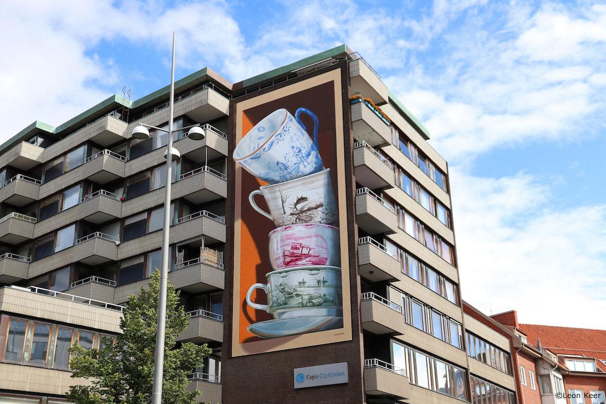 street art painting by leon keer