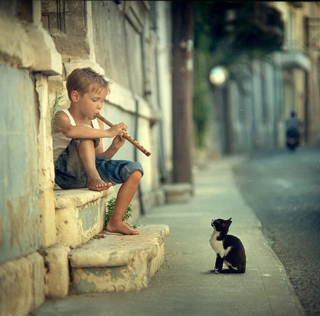 street photography latin boy with fute cat street