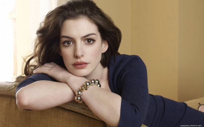 anne hathaway serious wallpaper