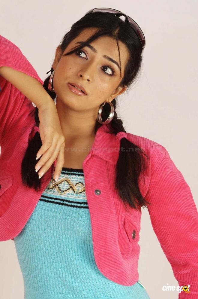radhika pandith trendy wallpaper